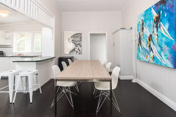 Elegant & Spacious Family Home with BBQ & Parking