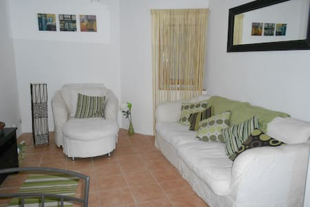 Fully furnished village home - Autignac - House