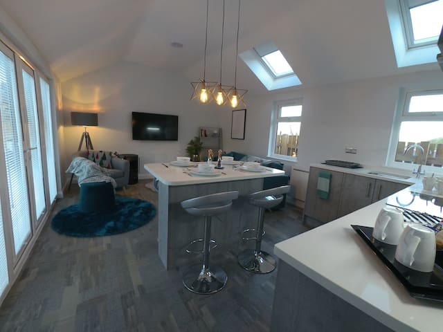 2 LUXURY LODGES, 5* stay  in Delph Saddleworth