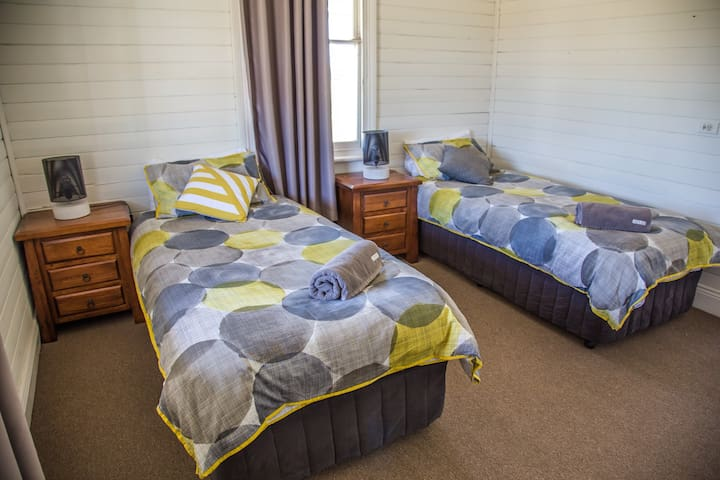 Pokolbin Farm House - Twin Share or King Bedroom