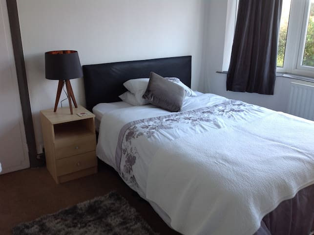 1 x double room to rent in shared house