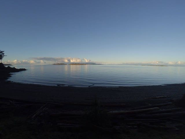 Blueback vacation beach cottage - Nanoose Bay