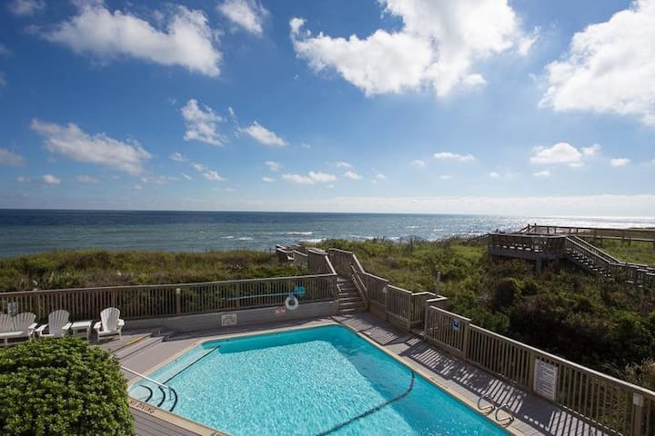 OS302* Salty Breeze The Oceans* Oceanfront* Community Pool* Walk to shopping & restaurants