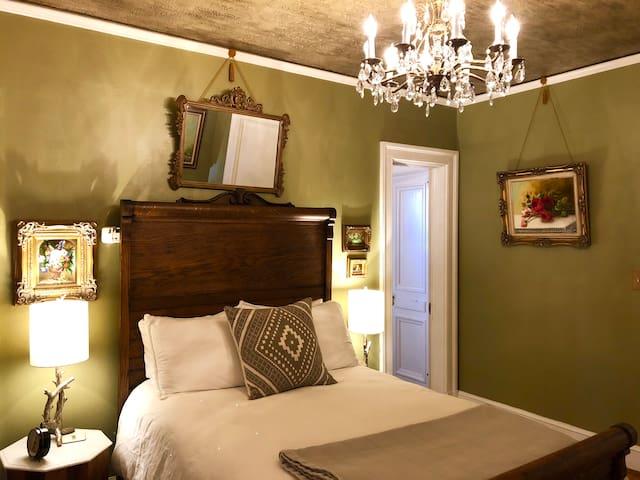 Olivewood Inn - Oak Room