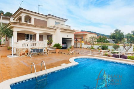 Nice holiday house with pool in Cunit - Cunit