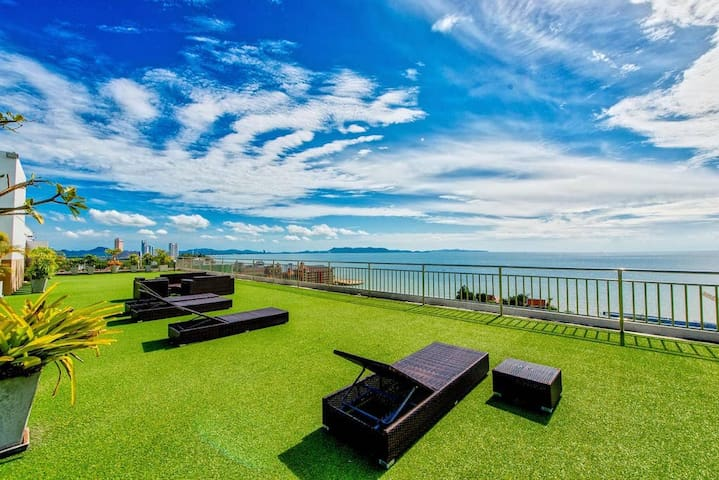 Airbnb - Nam Talay - Joe - Rooftop Ocean view 200m beach  V.I.P. airport