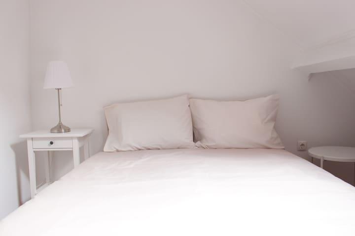 Cozy bedroom near Intendente Square (3)