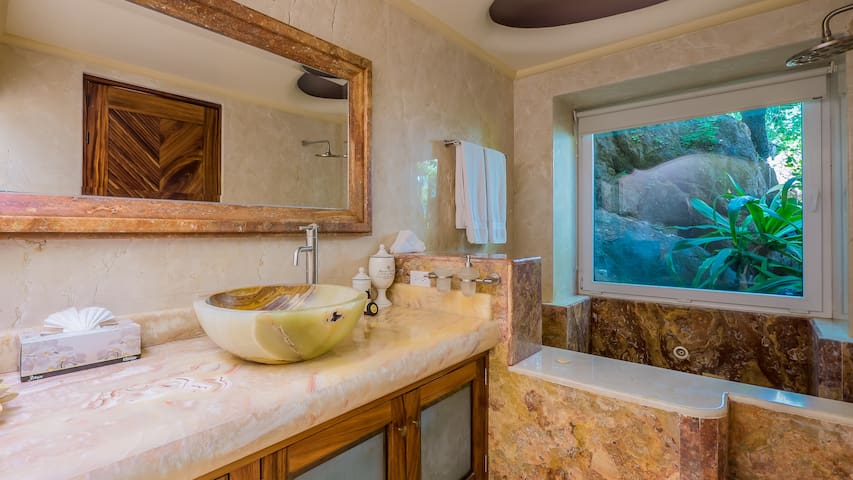 Elegant suite with beach view