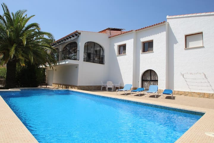 Sara - sea view villa with private pool in Calpe