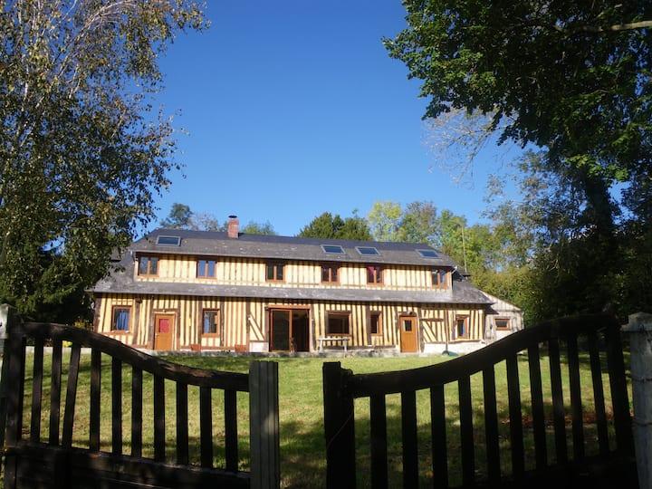 Maison de campagne normande rustique.