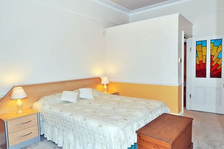 Charming 1 Bedroom Flat in Chiswick, west London - London - Apartment