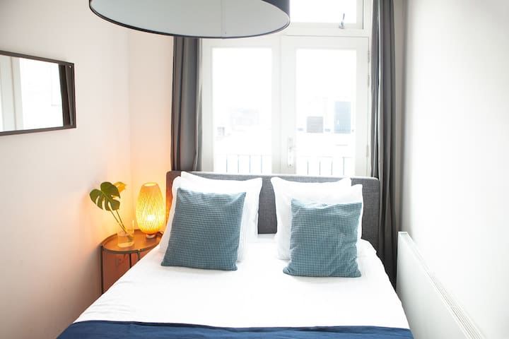Small yet luxurious room - Leidseplein city center