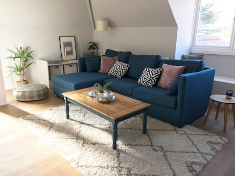 Beautifully refurbished apartment with sea view