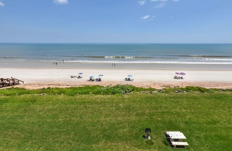 Lovely direct oceanfront condo with breathtaking ocean views. - CH417