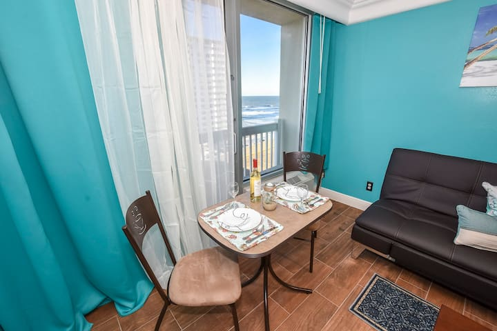 Enjoy a great meal while watching the waves what an awesome view. Read a book and watch the waves. Open the balcony and smell the fresh ocean breeze. Feel the ocean breeze on your skin. We provide all guests with complementary wine.