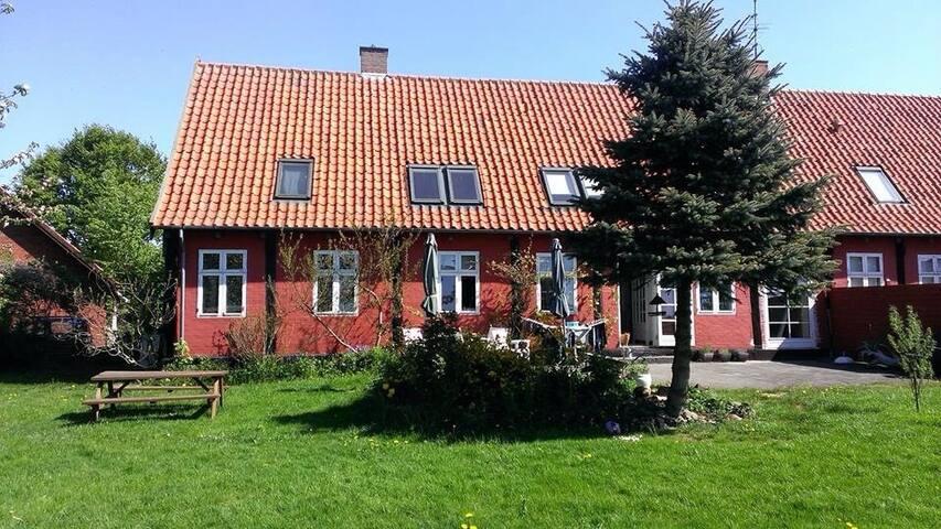 Stort bindingsværkshus på Bornholm