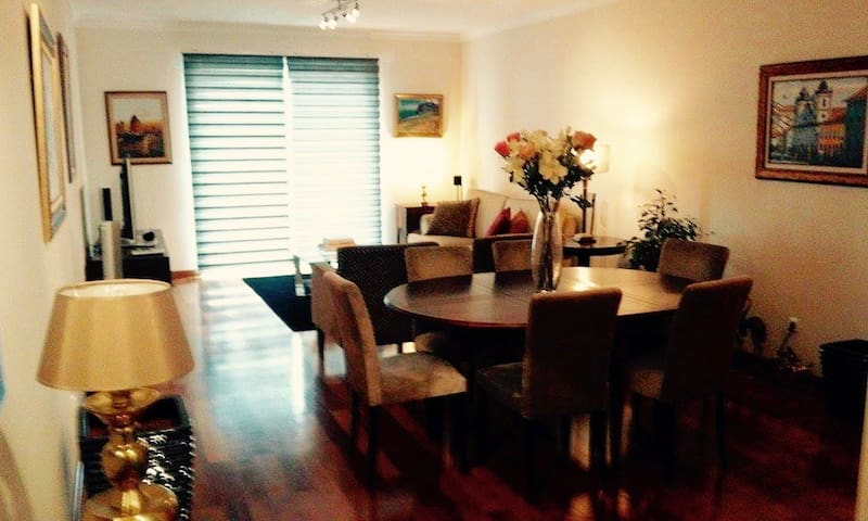 Stunning Apartment In Prime Location - Caniço - Wohnung