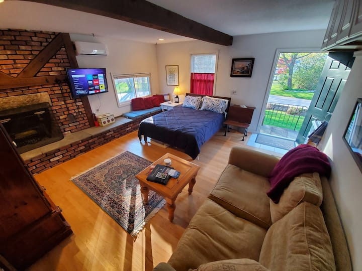 Private Beach - Cottage Studio Apartment