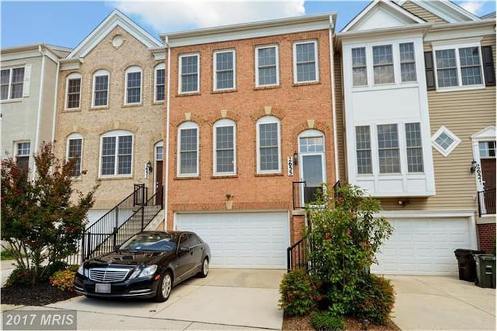 Beautiful DC Townhouse for Rent