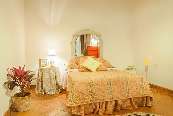 Perfect room in Mexico B&B! Cuarto Jazmín