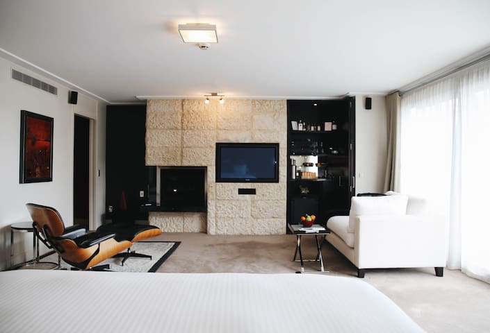 The Spire Hotel - Laneway Suite