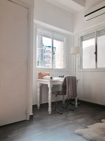 PERFECT: Divine flat in cool Recoleta (best area!)