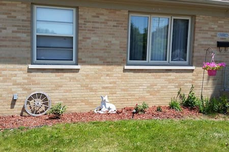 Room available in brick ranch - Racine