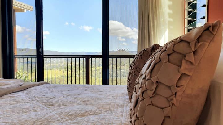 Treetop Cottage Escape   Unwind and Indulge