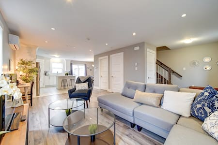 ★ Luxurious New 3BD Townhouse | Parking ★