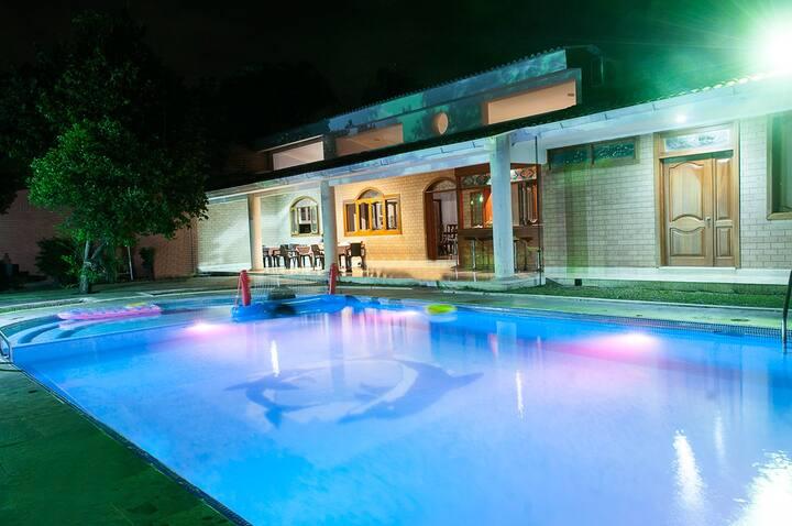 Exclusive room in Ciudad Jardin