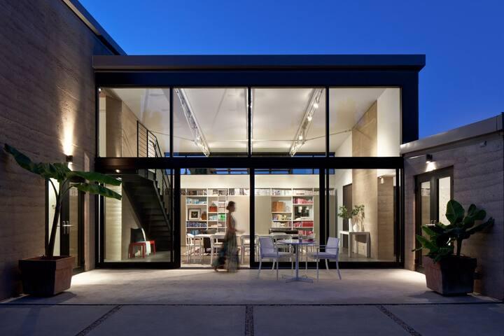 Modern Architectural Retreat