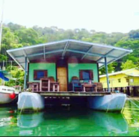 Magic Carpet Houseboat