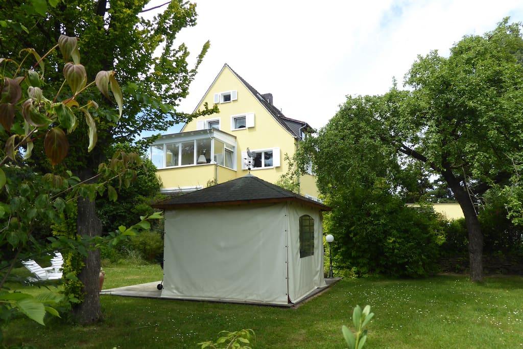 Grillgarten mit Pavillon