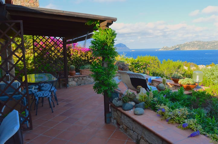 Private villa for 8 people with view by the beach - San Teodoro - Villa