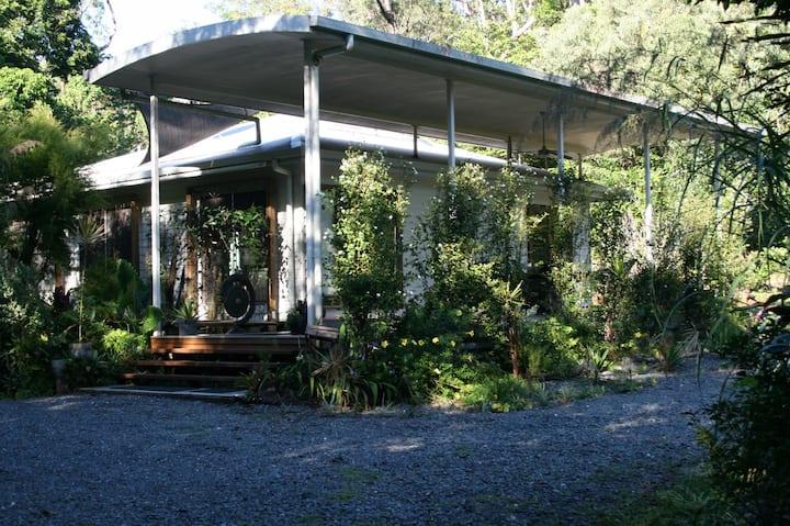 Saraswati's Oasis - Holiday Accommodation
