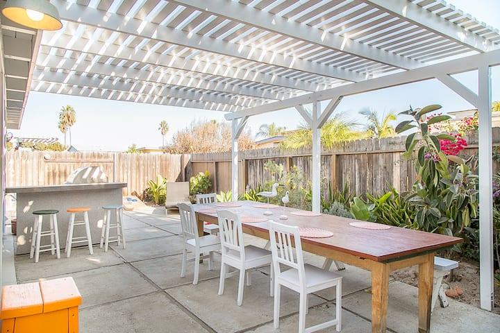 Mid-century modern home just a 90 second walk to Pierpont beach in Ventura!