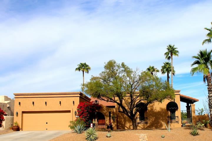 Super Clean, Just Remodeled Fountain Hills Getaway