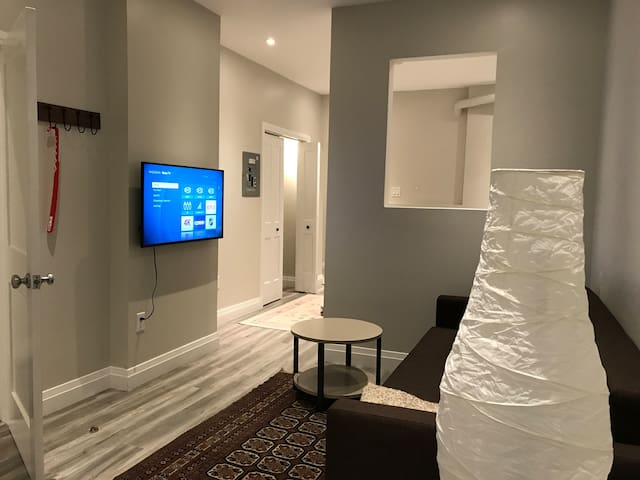 Comfortable Private Apartment Stay in Toronto West
