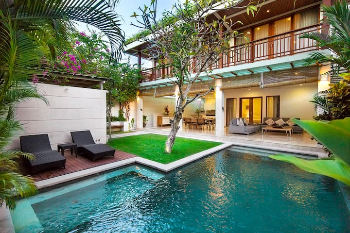 Dream villa luxury modern in the heart of Seminyak