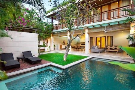 Dream villa luxury modern in the heart of Seminyak