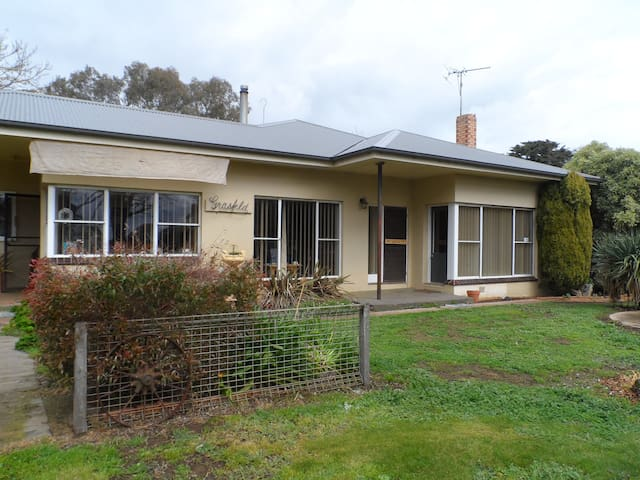 **Working holiday on a sheep farm near Grampians** - Moutajup
