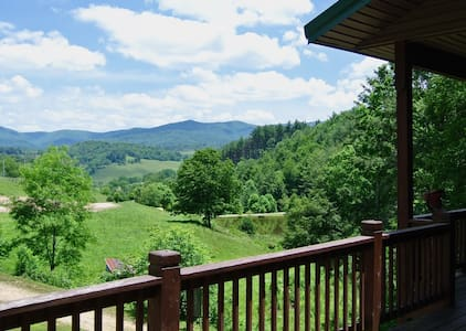 Mountain Laurel Farm: Group Lodge • Great Weddings