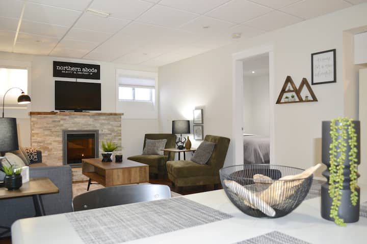 Northern Abode - Modern 2 Bedroom Suite Downtown ★