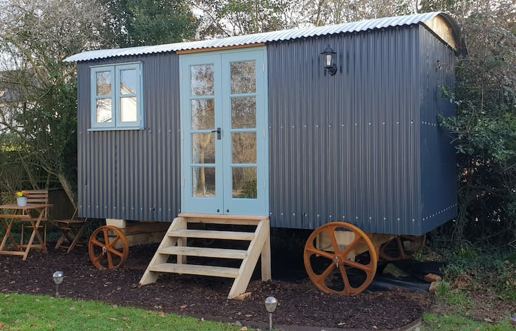 Shepherd's Hut New Forest-Pet Friendly