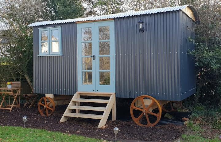 Shepherd's Hut New Forest-Pet Friendly