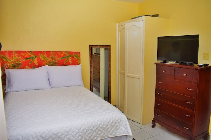 Unity Villa-Near Montego Bay & Beaches-Cable/WiFi