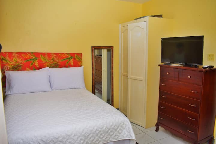 Unity Villa apartment-Near Beaches-AC ,Cable ,WiFi