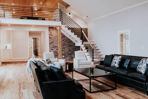 Barn House chic--cozy getaway