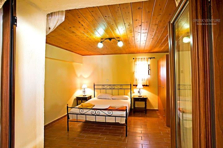 Adrastia: a traditional house in Eleftherna - Eleftherna - Townhouse