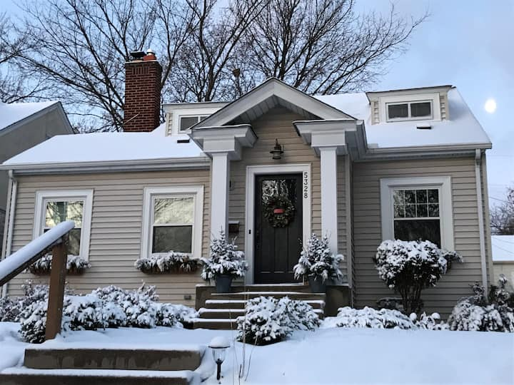 2000 Sq Feet - Fantastic Home- S Mpls!  Sleeps 8!